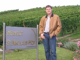Winzer-Schweicher-vom-Weingut-St.Nikolaus-Hof