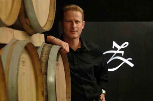 Der Winzer Peter Zemmer auf seinem Weingut in Südtirol