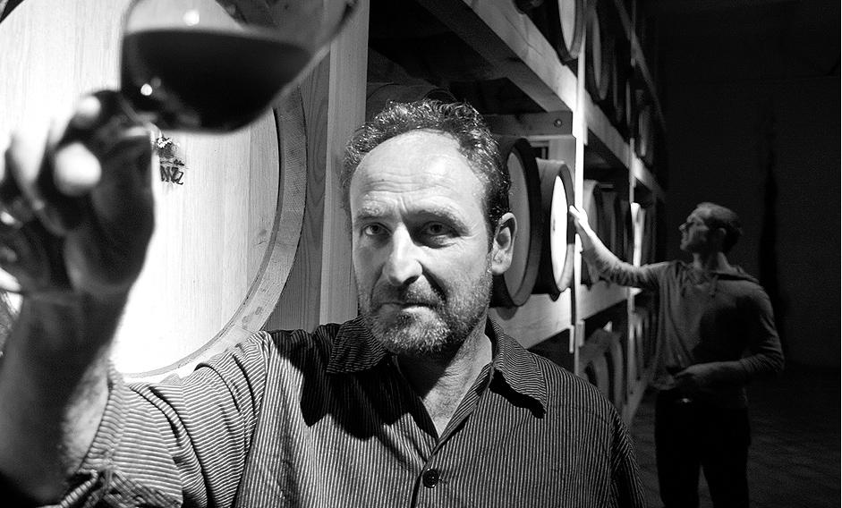 Michael und Hubert Benz in ihrem Weinkeller